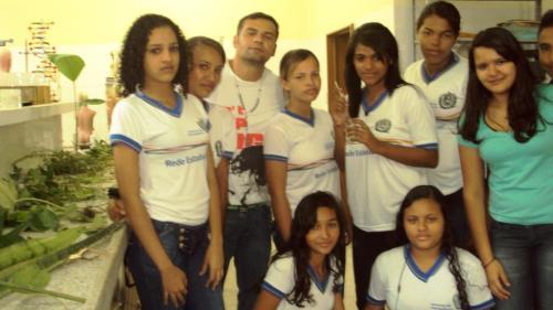 9- Equipe formada pelo Professor Inaldo do Nascimento Ferreira (Idealizador da experiência pedagógica) e os monitores